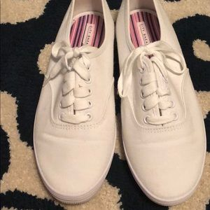 City sneaks white lace up sneakers